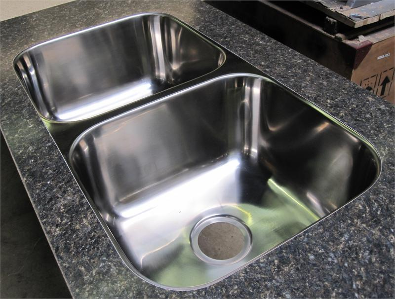 Flush mount hardware for laminate tops